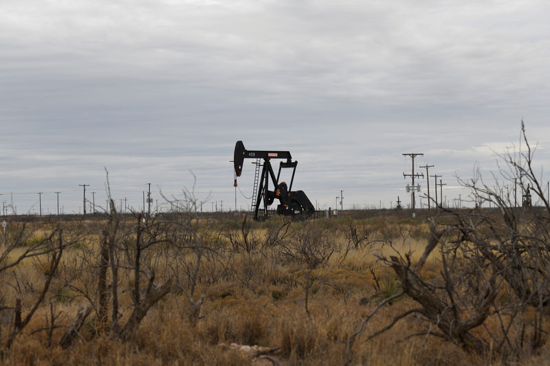 Weaker dollar, possible producer action buoy oil prices after 4% slump - Investing.com thumbnail