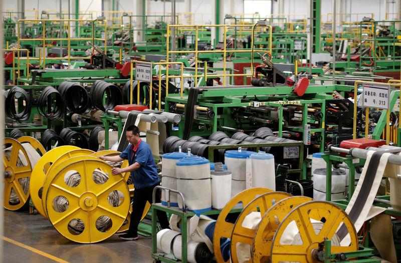 © Reuters. Una fabbrica di pneumatici del Tianjin Wanda Tyre Group nella città cinese di Xingtai