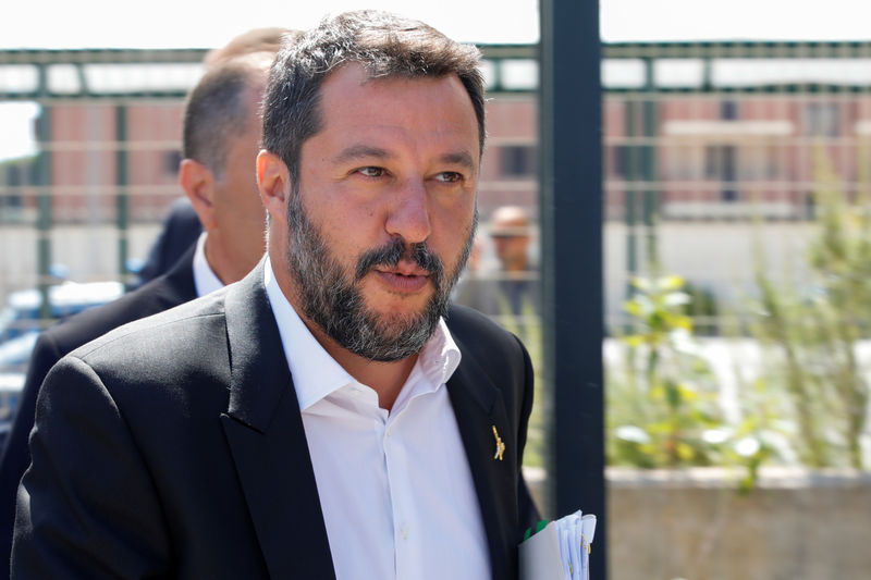 Italy's League risks 'looking stupid' over govt crisis, says party off