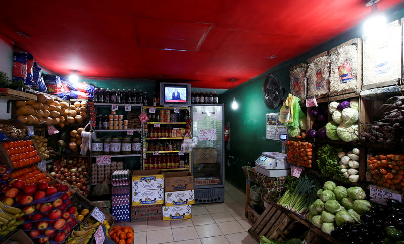 © Reuters. FILE PHOTO: Argentine President Mauricio Macri is seen on TV at a greengrocery in Buenos Aires