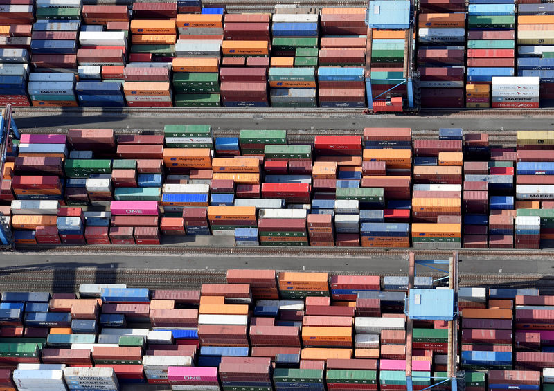 © Reuters. Aerial view of containers at a loading terminal in the port of Hamburg