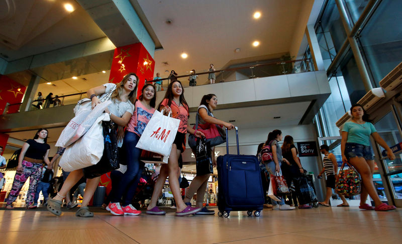 Chilean retailers suffer as Argentine tourist numbers fall By Reuters