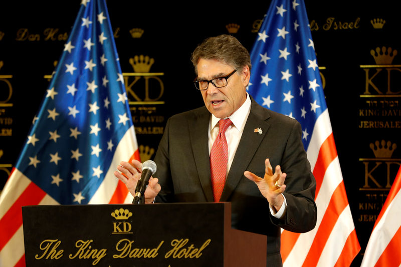 U.S. to help Poland, Ukraine disconnect from Russian gas