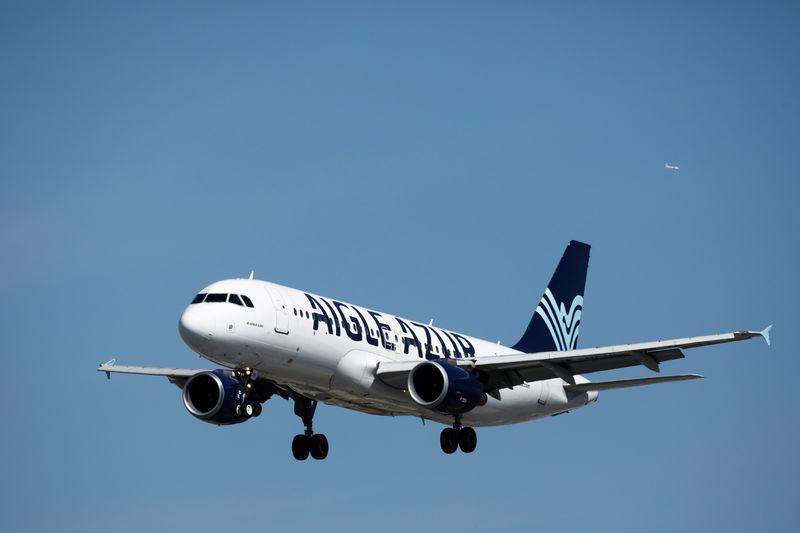 Air France-KLM shares slump on Aigle Azur rescue bid By Reuters