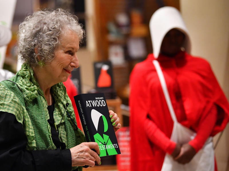 © Reuters. Author Margaret Atwood holds up her new novel The Testaments during the launch at a book store in London, Britain