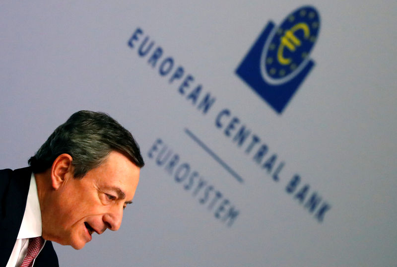 © Reuters. FILE PHOTO: ECB President Draghi holds a news conference in Frankfurt