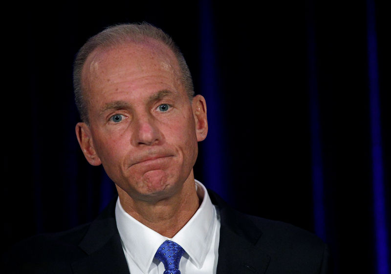 © Reuters. FILE PHOTO: Boeing Co Chief Executive Dennis Muilenburg during a news conference at the annual shareholder meeting in Chicago