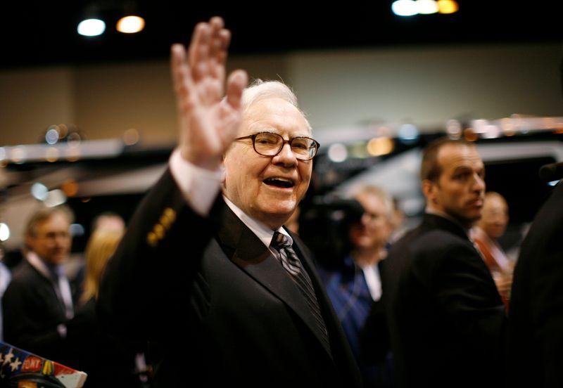Warren Buffett défend ses investissements dans des sociétés comme Apple