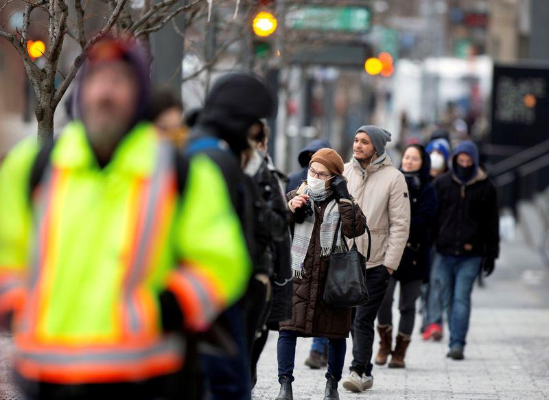 Canadian youth, women hit hard by massive coronavirus-related job losses