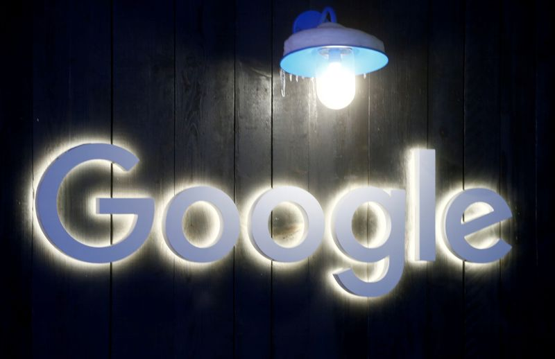 © Reuters. FILE PHOTO: Logo of Google is seen in Davos