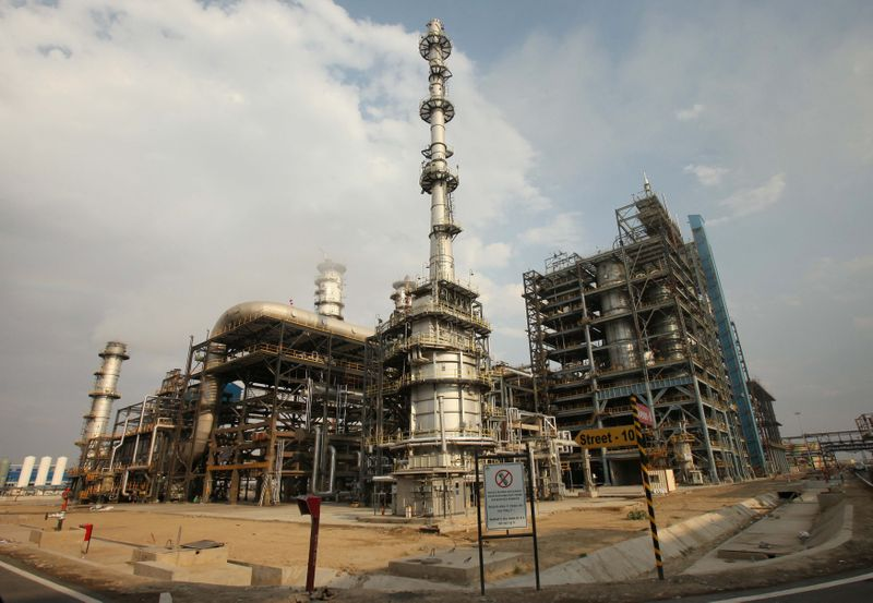 India plans to fill strategic oil storage by the third week of May
