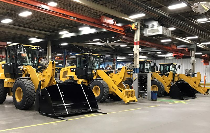 © Reuters. FILE PHOTO: FILE PHOTO: Caterpillar's small wheel loader assembly plant is pictured in Clayton