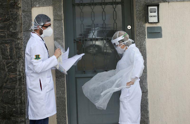 © Reuters. FILE PHOTO: The coronavirus disease (COVID-19) outbreak in Brazil
