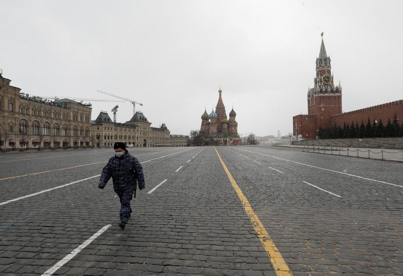 © Reuters. A law enforcement officer walks across Red Square in Moscow