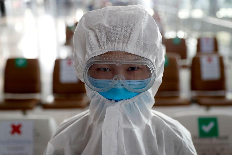 © Reuters. FILE PHOTO:  Coronavirus disease (COVID-19) outbreak in Bangkok, Thailand