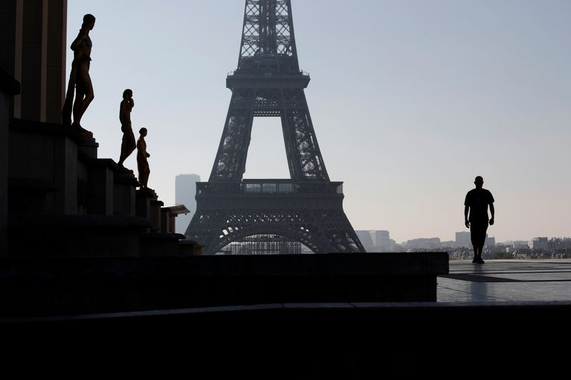 © Reuters. Lockdown imposed to slow the rate of the coronavirus disease (COVID-19) in Paris
