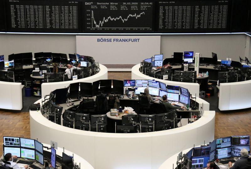 © Reuters. LES BOURSES EUROPÉENNES AMPLIFIENT LEUR PROGRESSION À MI-SÉANCE