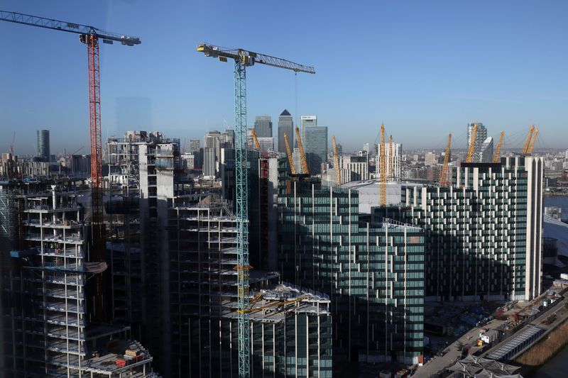 © Reuters. FILE PHOTO: Construction on the Greenwich Peninsula is in front of the Canary Wharf financial district in London