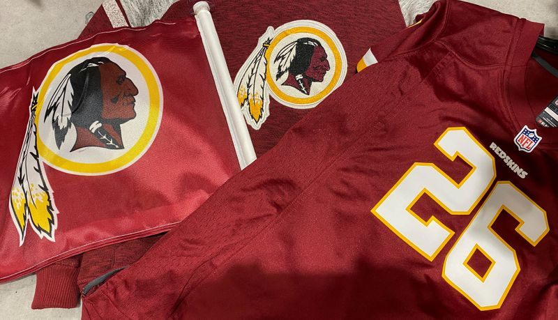 © Reuters. FILE PHOTO: Washington Redskins attire for sale at a store in Virginia