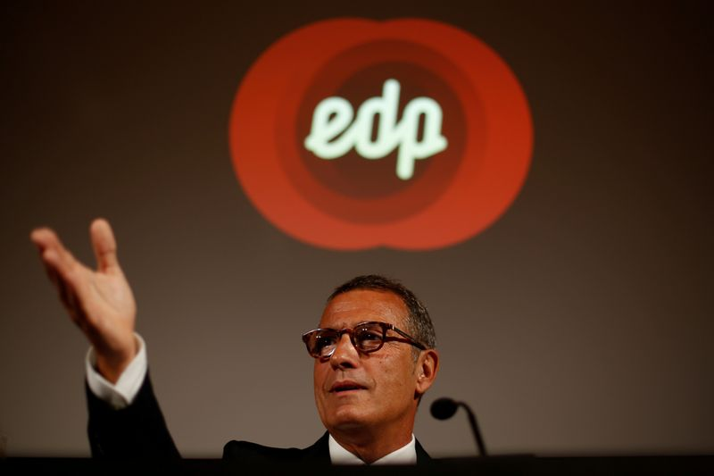 © Reuters. FILE PHOTO: Portuguese electric power company Energias de Portugal (EDP) CEO Antonio Mexia speaks during a news conference in Lisbon