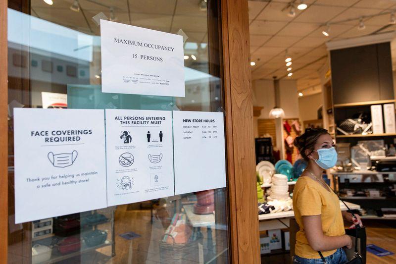 © Reuters. FOTO DE ARCHIVO: El centro comercial Destiny USA se reabre cuando las restricciones de COVID 19 se relajan.