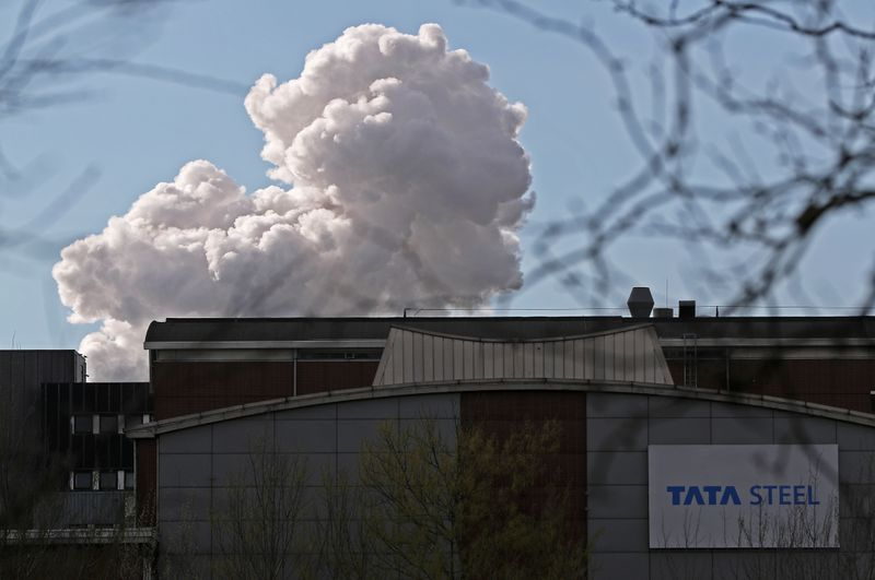 © Reuters. Smoke is seen coming out of a chimney at the Tata steel plant in Ijmuiden