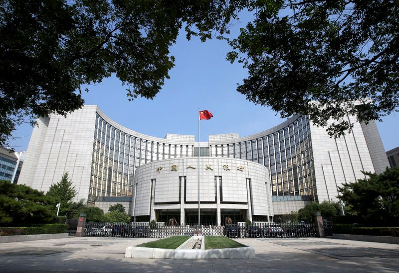 © Reuters. FILE PHOTO: Headquarters of the PBOC, the central bank, is pictured in Beijing