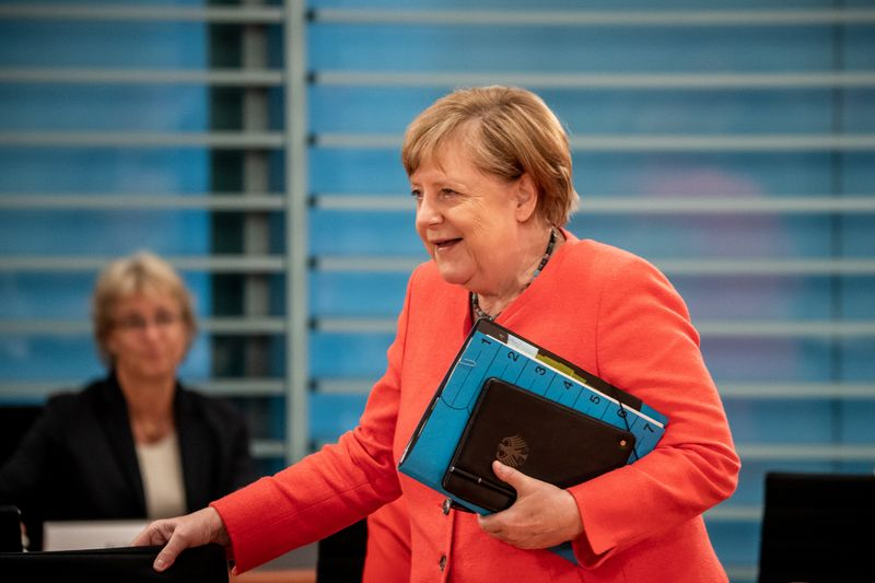 © Reuters. weekly cabinet meeting in Berlin
