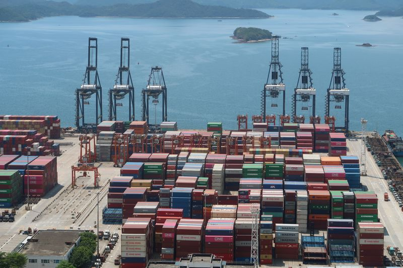 中国主要港、コロナ検査強化で混乱 貯蔵限界で貨物迂回も