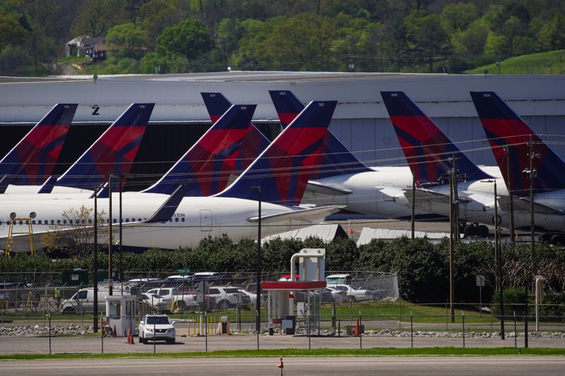 Delta will avoid pilot furloughs if they agree to reduced minimum pay: memo