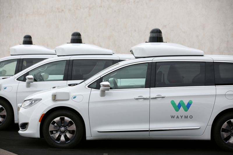 © Reuters. FILE PHOTO: Three of the fleet of 600 Waymo Chrysler Pacifica Hybrid self-driving vehicles are parked and diaplayed during a demonstration in Chandler, Arizona