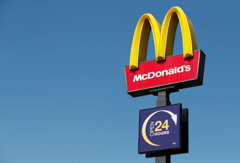 McDonald's открыл первый ресторан в магазине группы X5
