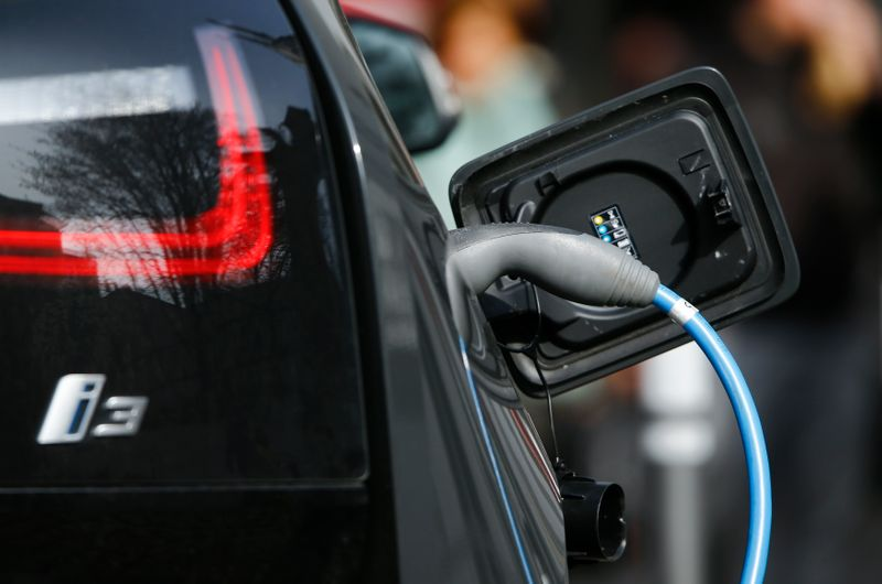 © Reuters. FILE PHOTO: An ecolocial re-fuelling power station for e-cars is pictured in the historic city centre of the western German city of Koblenz