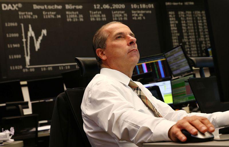 Ibovespa recua com realização de lucros em meio a cautela no exterior