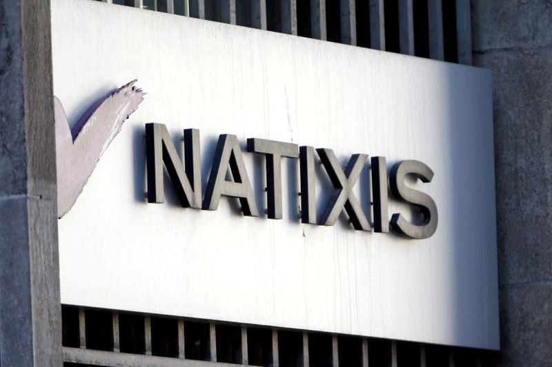 © Reuters. NATIXIS EST À SUIVRE À PARIS