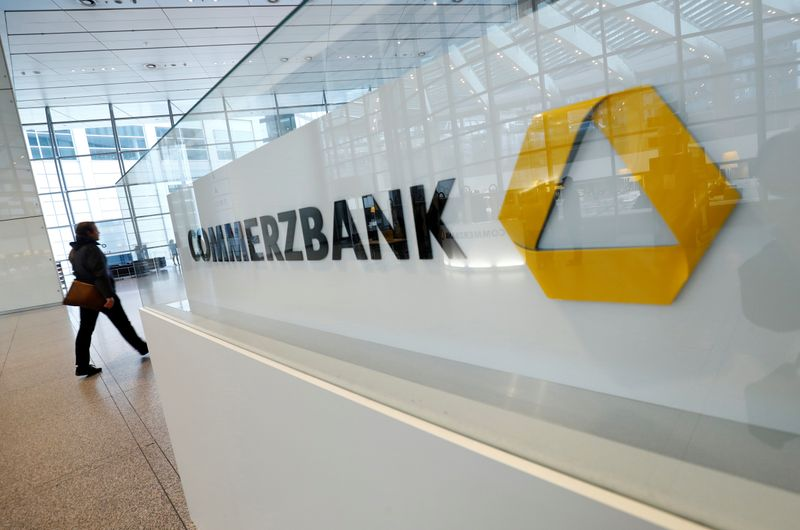© Reuters. FILE PHOTO: Commerzbank AG annual results news conference in Frankfurt