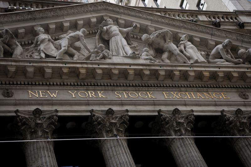 © Reuters. Фасад здания Нью-Йоркской фондовой биржи