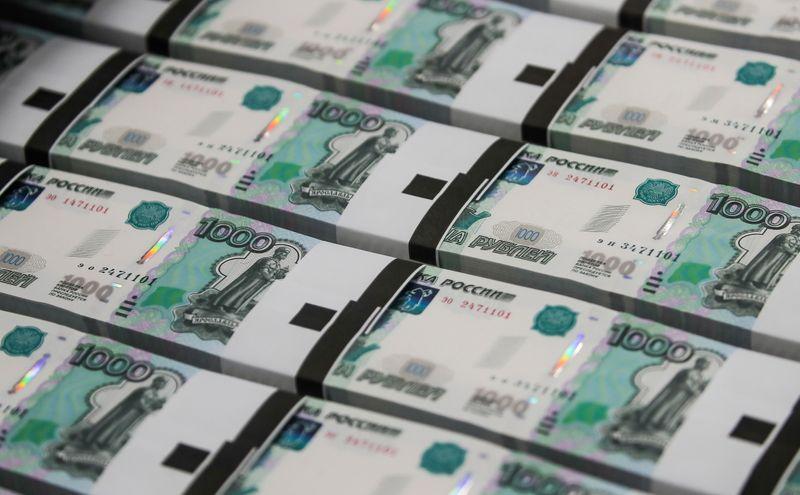 Рубль малоподвижен перед трудовой статистикой США
