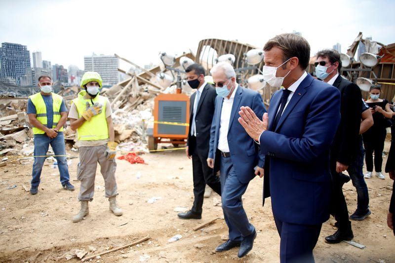 © Reuters. MACRON PROMET DE L'AIDE AU LIBAN, APPELLE À REFONDER L'ORDRE POLITIQUE