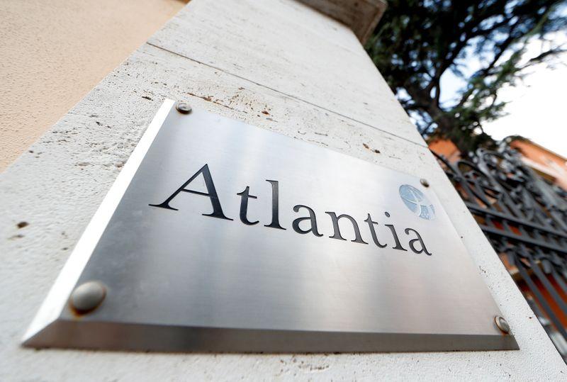 © Reuters. Il logo di Atlantia a Roma, 31 agosto 2018