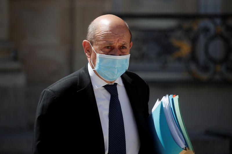 © Reuters. LA FRANCE A PRIS CONNAISSANCE DE LA DÉMISSION DU GOUVERNEMENT LIBANAIS, DIT LE DRIAN