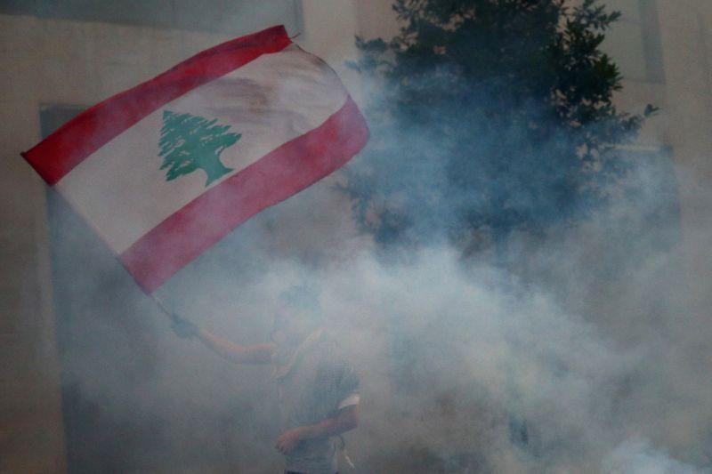 © Reuters. AU LIBAN, LA DÉMISSION DU GOUVERNEMENT N'APAISE PAS LA COLÈRE