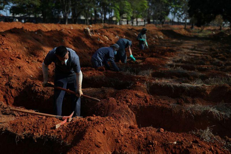 © Reuters. البرازيل تسجل 55155 إصابة جديدة بفيروس كورونا