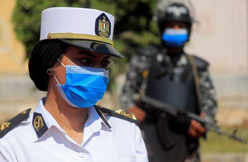 © Reuters. مصر تسجل 129 حالة إصابة جديدة بفيروس كورونا و26  وفاة
