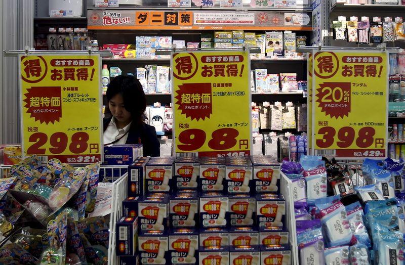 © Reuters. FOTO DE ARCHIVO: Farmacia en Tokio