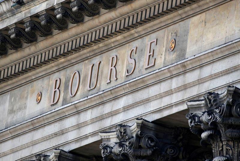 © Reuters. LES BOURSES EUROPÉENNES RECULENT EN DÉBUT DE SÉANCE