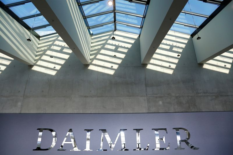 © Reuters. DAIMLER EST À SUIVRE À FRANCFORT