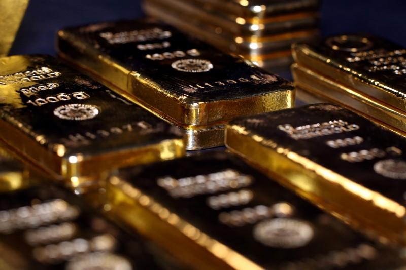 © Reuters. أسعار الذهب تتجه صوب أول انخفاض أسبوعي في 10 أسابيع