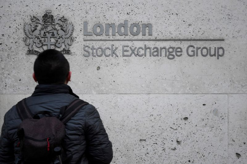 © Reuters. FILE PHOTO: A pedestrian in front of the London Stock Exchange offices