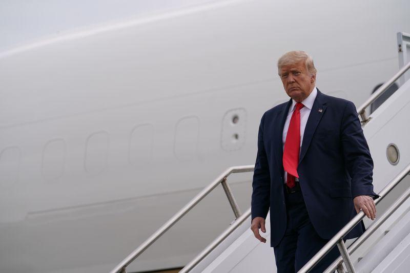 © Reuters. U.S. President Donald Trump arrives in New Jersey